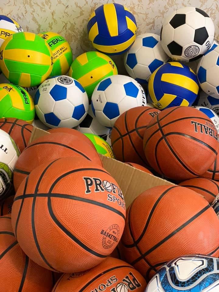 Поступление мячей в магазин